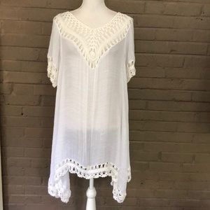 India Boutique  NWOT White Crochet Trim  Cover Up